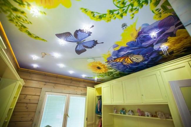 Невероятно красивый натяжной потолок с ярким рисунком