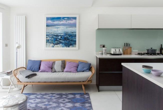Вертикальный алюминиевый радиатор прекрасно справится с обогревом кухни, совмещенной с гостиной