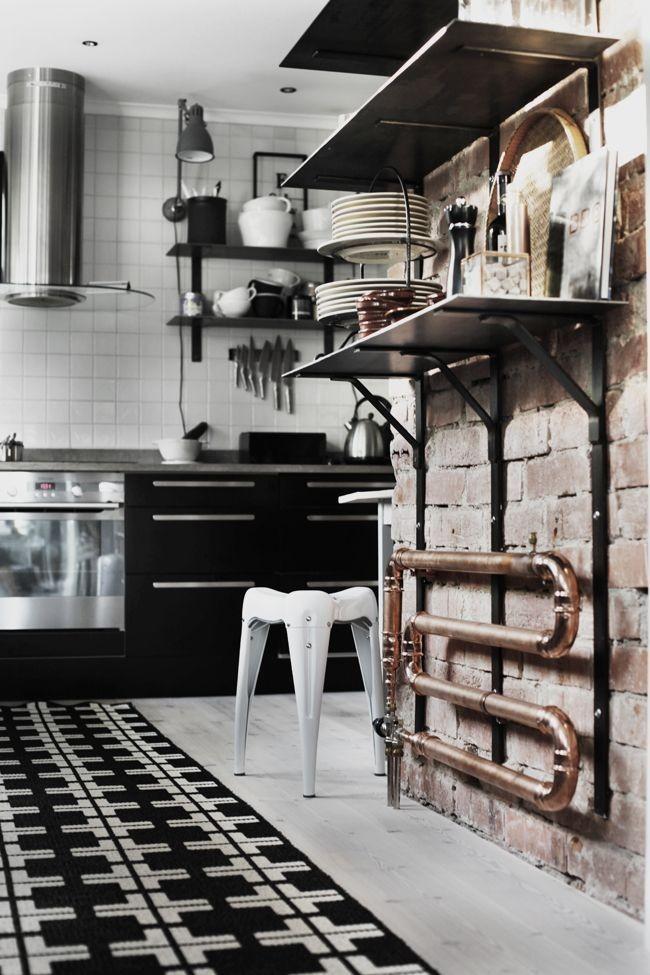 Медный радиатор отлично впишется в интерьер кухни лофт