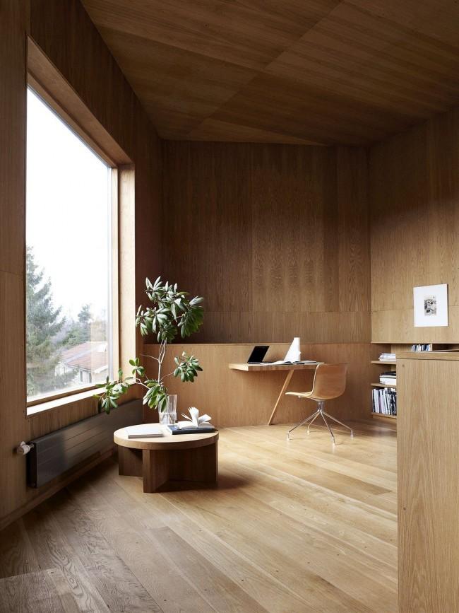 Стальной радиатор в кабинете с интерьером в стиле эко