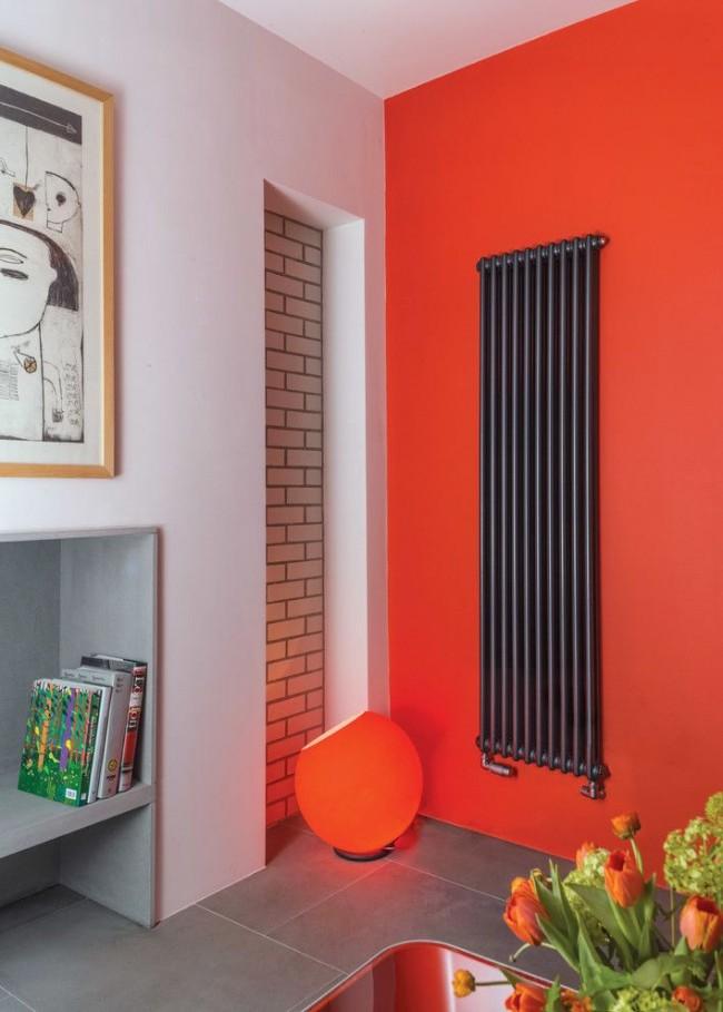 Радиатор с лакированной черной металлической отделкой открытого типа