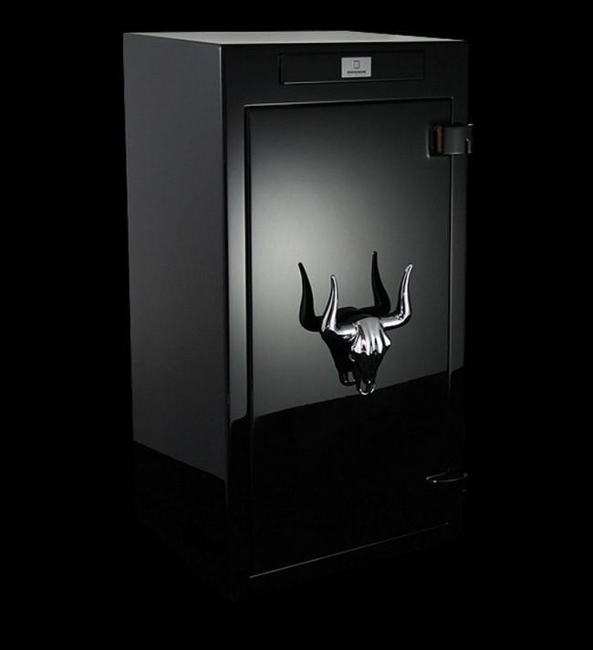 Стильный взломостойкий сейф с интересной ручкой в виде головы буйвола