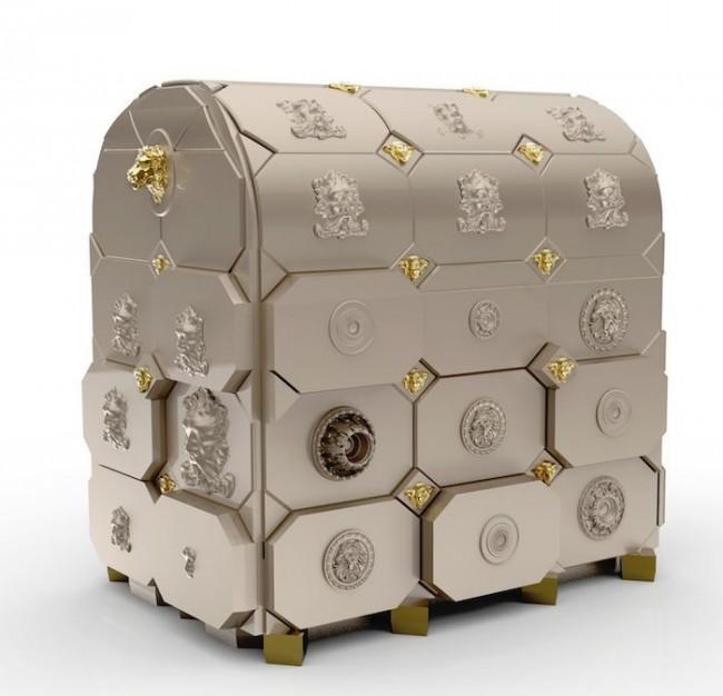 Небольшой мебельный сейф похож на шкатулку, выполненную мастером-ювелиром