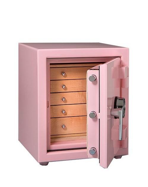 Красивый сейф розового цвета убережет любимые женские украшения от посягательств