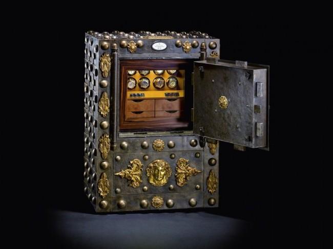Интересный сейф, олицетворяющий средневековую роскошь