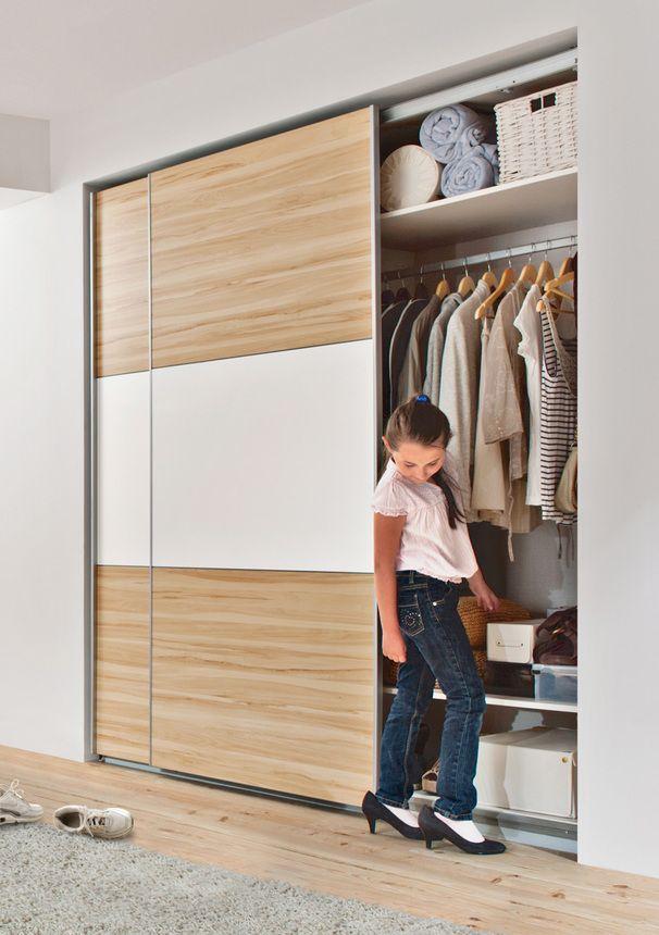Шкаф-купе просто незаменим в доме, где есть дети - в него можно поместить столько необходимых вещей!