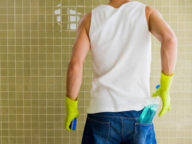 Чем вывести плесень на стенах в квартире. В продаже всегда найдутся средства для обработки облицованных стен с противогрибковым эффектом. Можно предпочесть им и простые народные средства