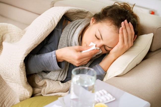 Чем вывести плесень на стенах в квартире. Болезненное состояние, похожее на простуду или аллергический приступ, вполне может быть вызвано спорами грибка в воздухе