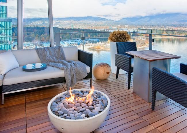 Чем вывести плесень на стенах в квартире. Мебель для балконов и террас лучше выбирать из синтетических материалов - она легко и быстро моется