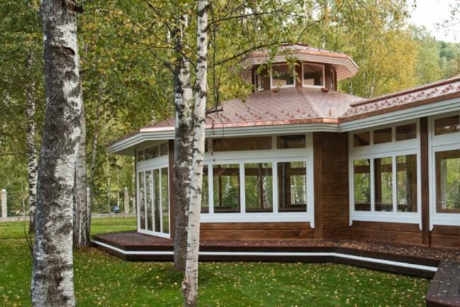 Деревянные дома из профилированного бруса. Из профилированного бруса строят также зимние сады и теплые переходы между домом и другими строениями на участке