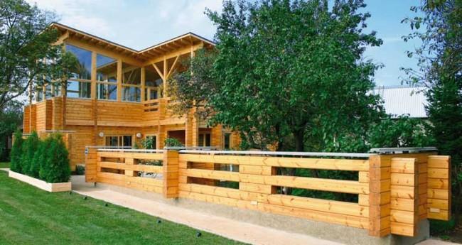 Деревянные дома из профилированного бруса. Пример функционального декорирования участка деревянным брусом, из которого выстроен дом