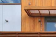 Фото 8 Козырьки из поликарбоната над крыльцом (55 фото): привлекательно, эстетично и практично