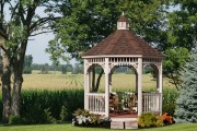 Фото 17 Красивые и простые садовые беседки: 70 фото