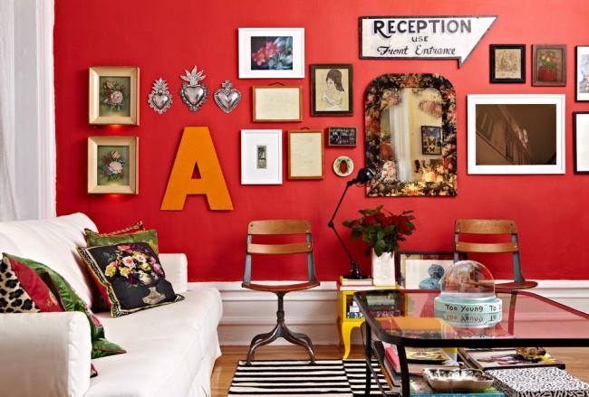 Краска для стен в квартире. Чуть приглушенный красный цвет стены в гостиной - это мгновенный заряд энергии каждый день