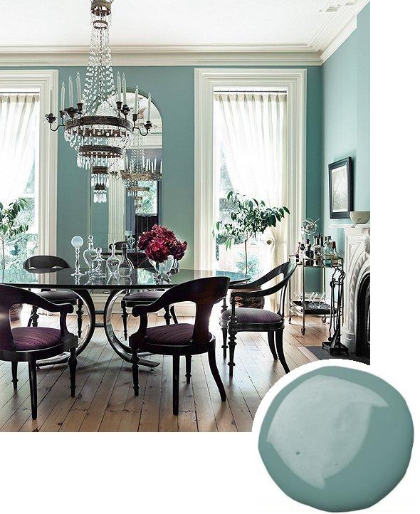 Грязно-голубая матовая краска - очень классический, элегантный вариант для гостиной и столовой