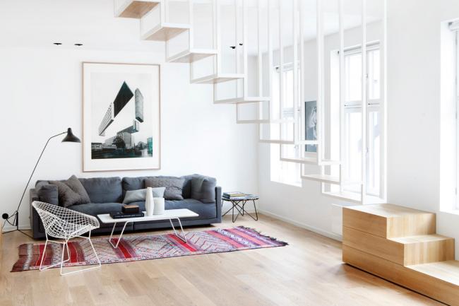 Комбинированная лестница из дерева и метала в интерьере в скандинавском стиле