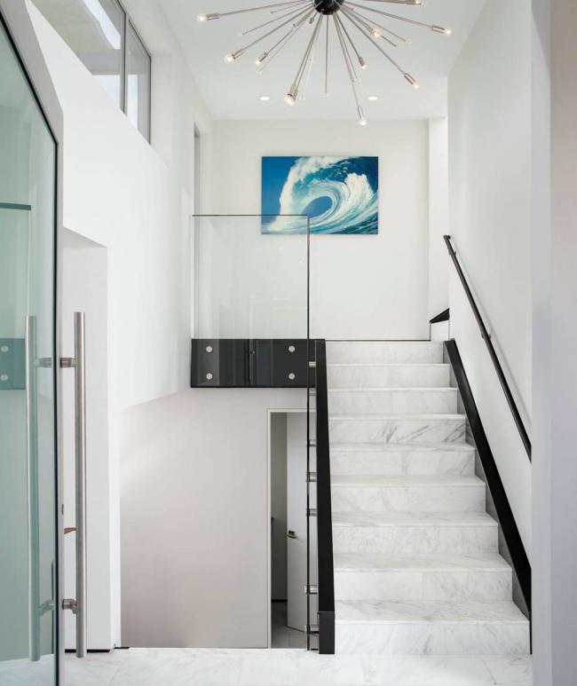 Лестницы из искусственного мрамора - стильный и доступный вариант для современной двухуровневой квартирыЛестницы из искусственного мрамора - стильный и доступный вариант для современной двухуровневой квартиры