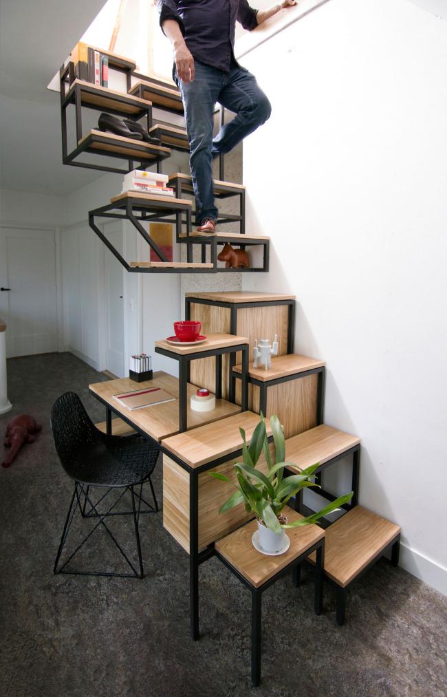 Лестница без каких-либо ограждений - выбор взрослых. Однако, она не рекомендуется к использованию детям