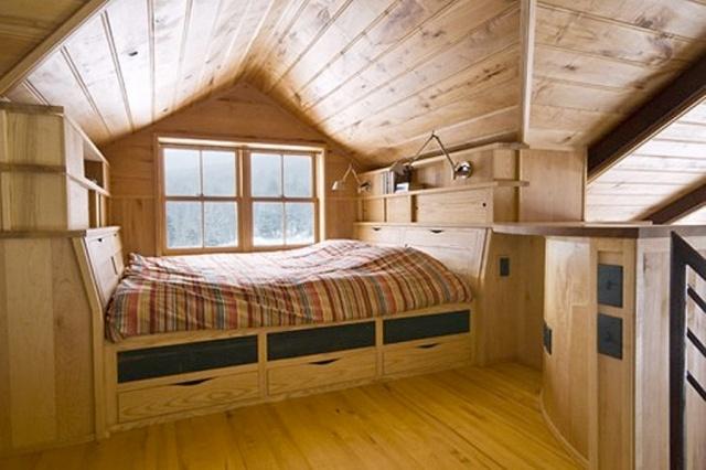 Надувной матрас для сна с насосом- цена, фото, рейтинг. Тонкий надувной матрас - это остроумный выход из положения, когда проблематично перенести мебель в чердачную комнату для отдыха
