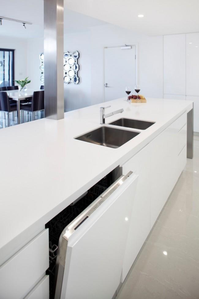"""Рейтинг встроенных посудомоечных машин 45 см. Встраиваемая машина может быть для """"невидимой"""" установки (со спрятанной панелью управления) и традиционной, с верхней фронтальной механической, кнопочной или сенсорной панелью управления"""