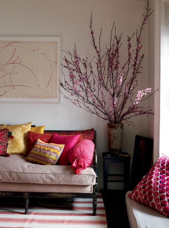 Флористические композиции из искусственных цветов помогут украсить любой уголок вашего дома: создать неповторимый уют, оживить атмосферу, по-новому посмотреть на некоторые комнаты