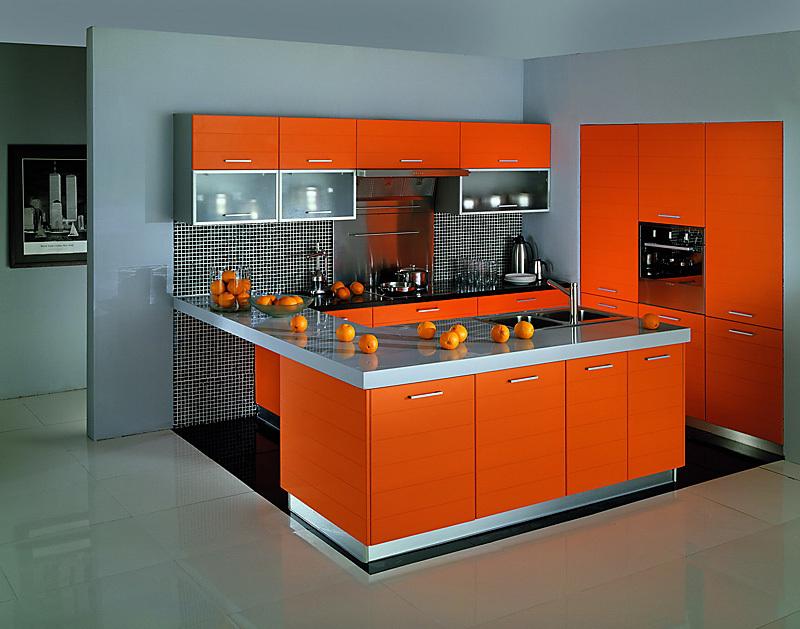 Дизайн кухни с оранжевым гарнитуром