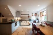 Фото 11 Интерьер кухни в частном доме: как создать эстетичное и комфортное пространство