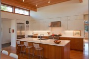 Фото 1 Интерьер кухни в частном доме: как создать эстетичное и комфортное пространство