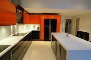 Фото 14 Оранжевые кухни: особенности цветовых комбинаций для энергичных интерьеров