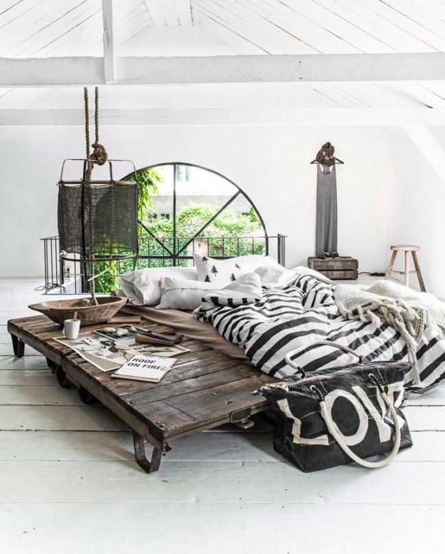 Стильная спальня на чердаке