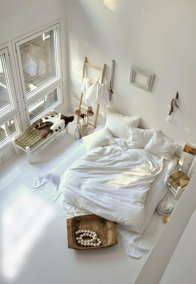 Этно - спальня в классическом белом цвете.