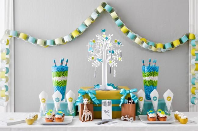 Гирлянды ручной работы из разноцветной бумаги - простое и одновременно яркое украшение комнаты на детский праздник