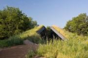 Фото 13 Edgeland House: урбанистическая землянка от студии Bercy Chen