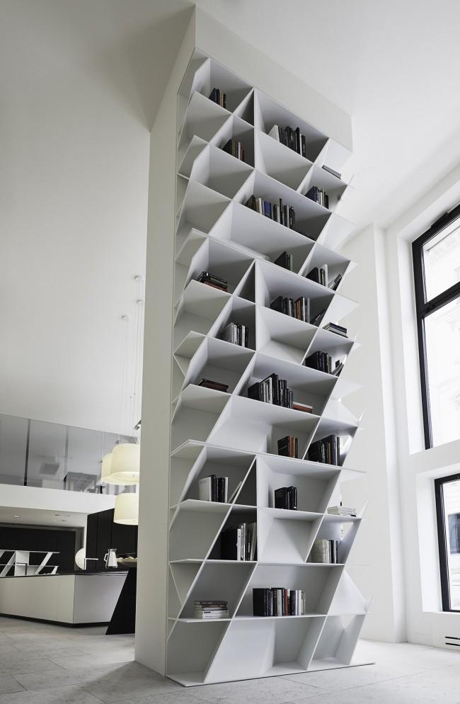 Если подвижная лестница на рейле не подходит к дизайну вашего интерьера, вы можете использовать стремянку