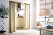 Фото 11 Дверь-гармошка: плюсы-минусы, этапы установки и 65+ стильных вариантов в интерьере