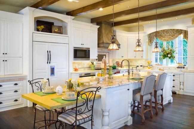 Яркая и уютная кухня