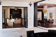 Фото 1 Дверь-гармошка: плюсы-минусы, этапы установки и 65+ стильных вариантов в интерьере
