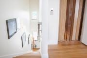 Фото 5 Дверь-гармошка: плюсы-минусы, этапы установки и 65+ стильных вариантов в интерьере