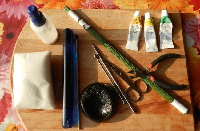 Необходимые материалы и инструменты для создания искусственных цветов