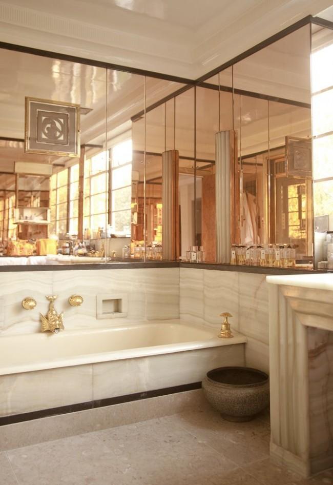 Мрамор, зеркала и позолоченные элементы - роскошная ванная в стиле арт-деко