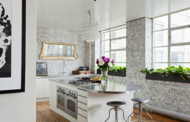 """""""Воздушная"""" кухня в стиле лофт, оформленная в белом цвете"""
