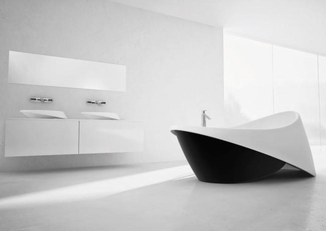 Эффектная черно-белая акриловая ванна