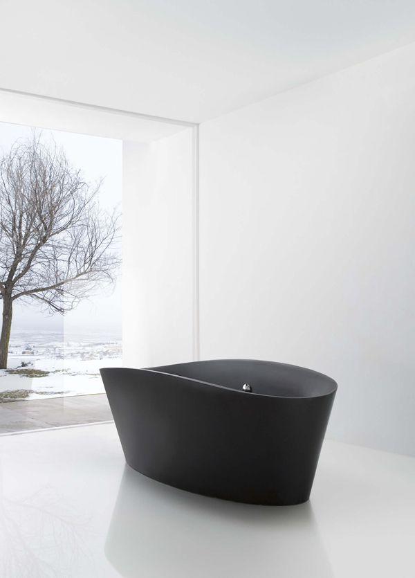 Черная акриловая ванна причудливой формы