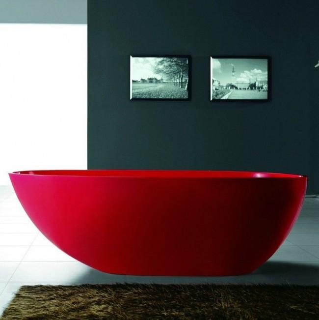 Красная акриловая ванна -смотрится очень эффектно