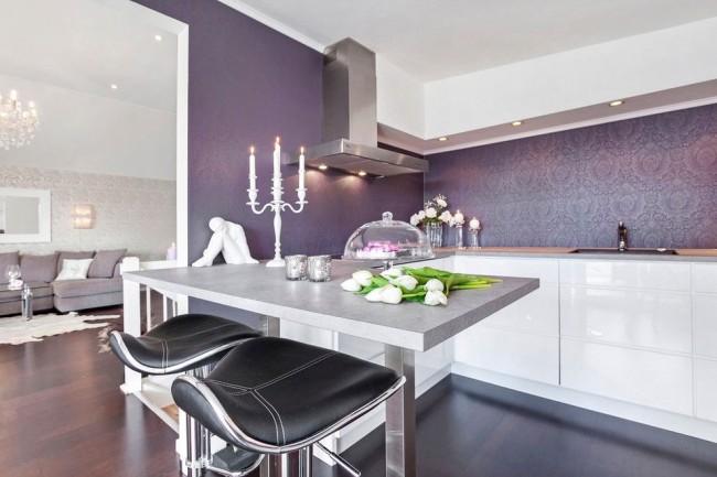 Нежный интерьер бело-сиреневой кухни