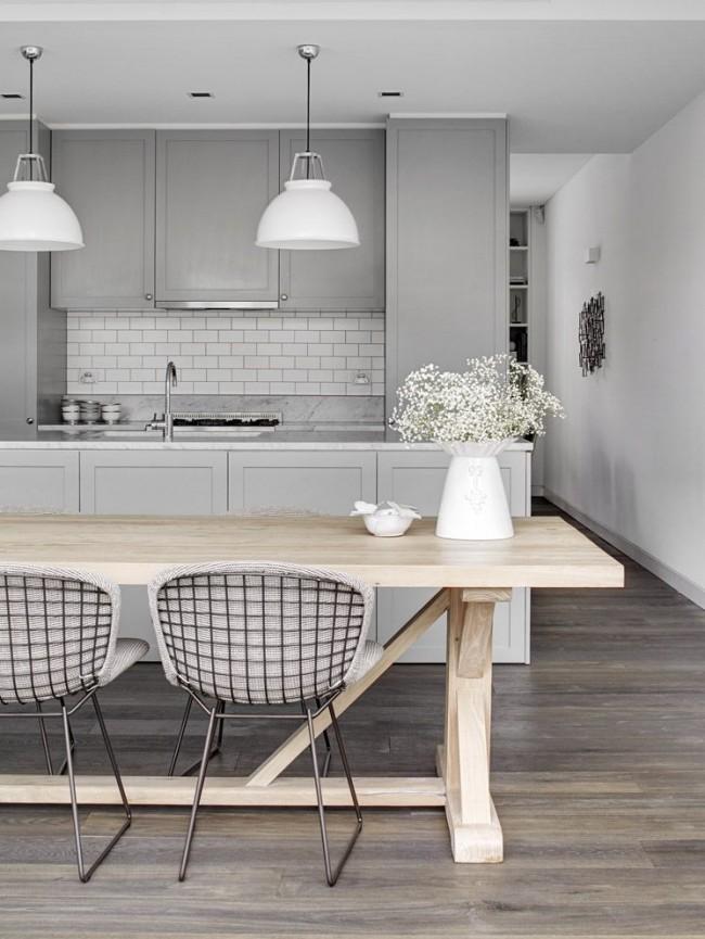 Сдержанная бело-серая кухня в современном стиле