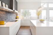 Фото 2 Белая кухня в интерьере: 60+ роскошных классических интерьеров и лучшие цветовые сочетания с белым