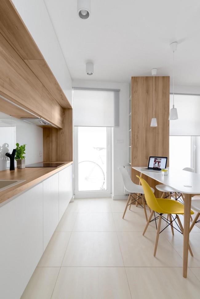 Яркие акценты станут изюминкой интерьера белой кухни