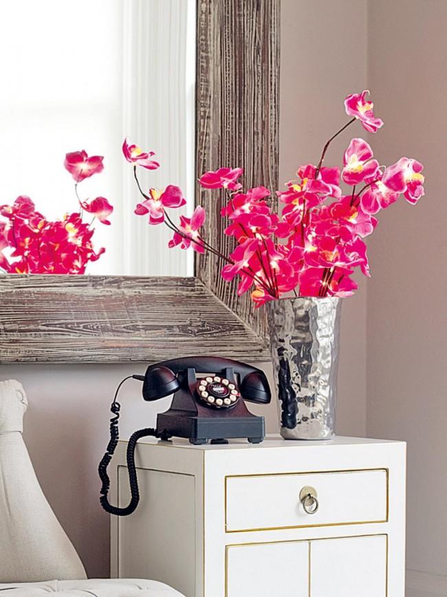 Спальня - это очень важное место, где обязательно должны стоять цветы