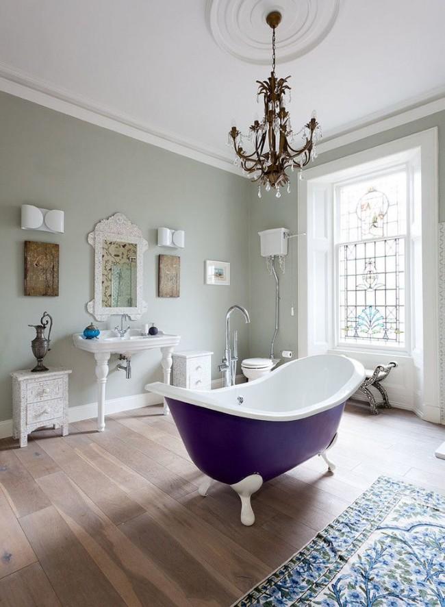 Ванна с внешней эмалью фиолетового цвета